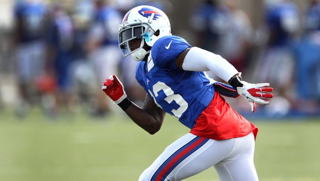 Bills safety Aaron Williams drops back into coverage.