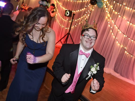 636203594004339043-NightoShine2.jpg