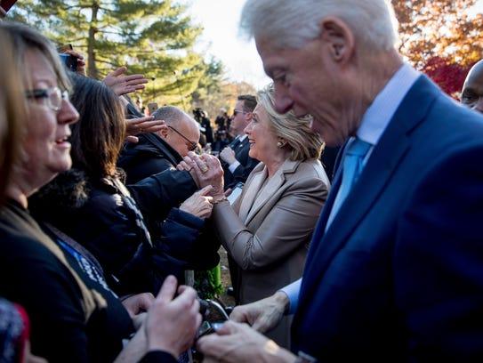 Los Clinton asistieron a una escuela de N.Y. a ejercer