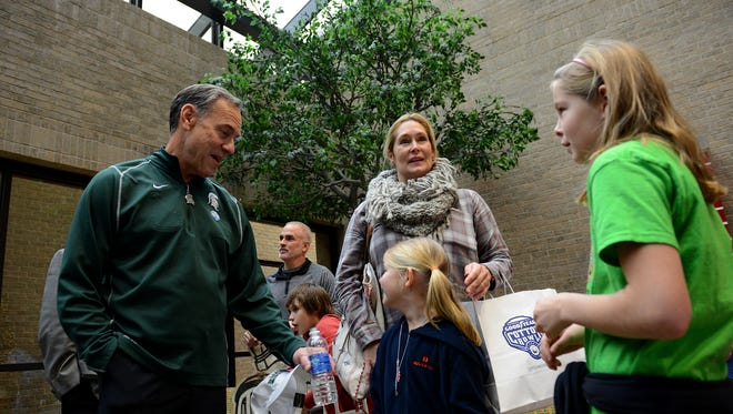 Head coach Mark Dantonio talks with Katherine Fitzsimmons, center, Maren Fitzsimmons, and Rowan Fitzsimmons, 9, right, during a team visit Monday, December 28, 2015, to Texas Scottish Rite Hospital for Children in Dallas.