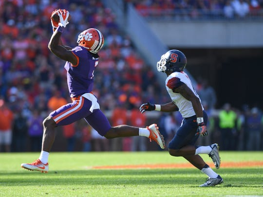 Clemson wide receiver Mike Williams (7) makes a reception