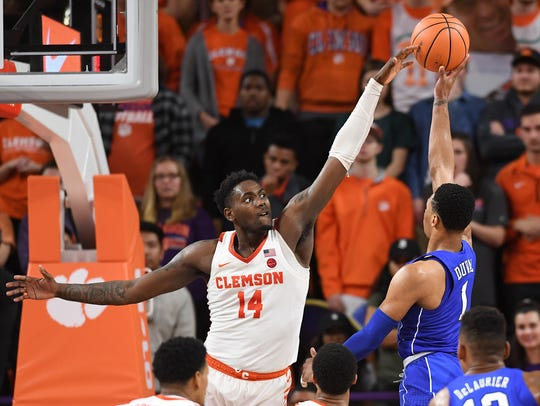 Clemson forward Elijah Thomas (14) guards Duke guard