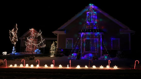 Check Out These Great Christmas Displays In Iron County