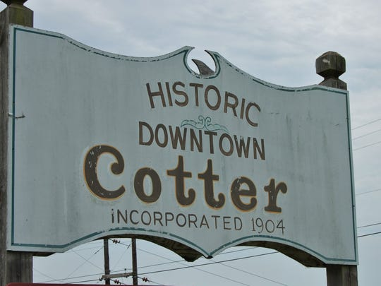 The sign denoting downtown Cotter.
