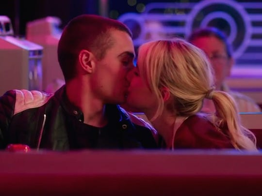 "Vee (Emma Roberts) ends up being paired with a stranger (Dave Franco) while playing ""Nerve"" and becomes romantically attracted tom him."