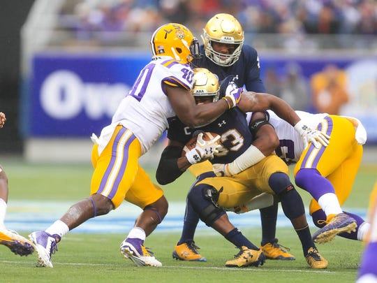 LSU linebacker Devin White tackles Notre Dame running