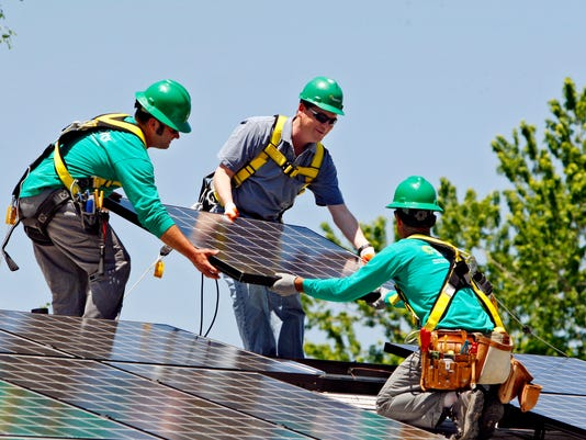 SolarCity beats quarterly loss expectations, but guidance weak.