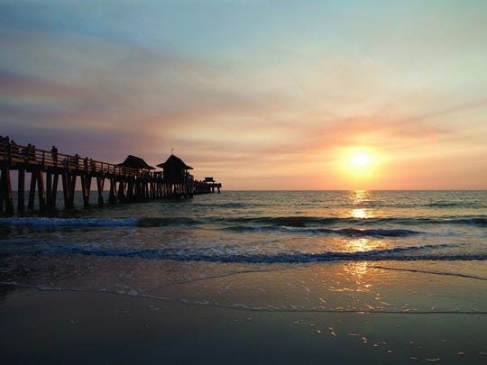 File: The Naples Pier at sunset.