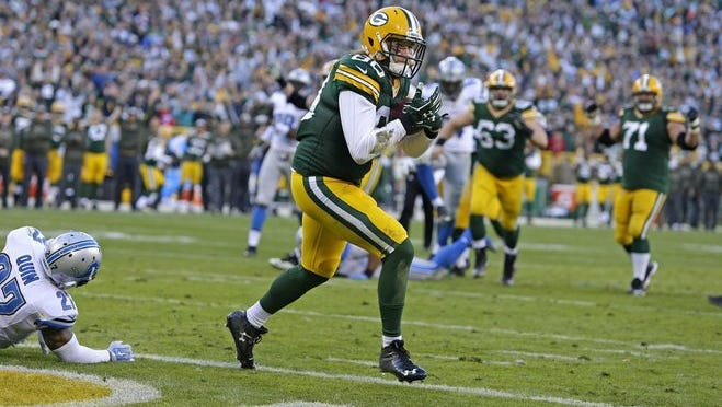 Tatnall graduate Justin Perillo scores the first NFL touchdown of his career, catching an 11-yard pass from Aaron Rodgers against the Detroit Lions on Nov. 15.