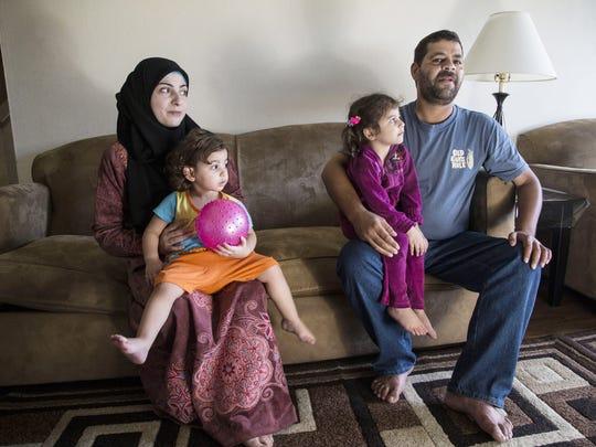 Maher Hamsah y su esposa Thagreed, y sus 6 niños llegaron