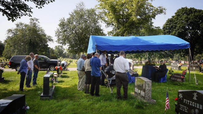 Family and friends attend Jim Hanson's funeral at Glendale Cemetery Friday, July 10, 2015.