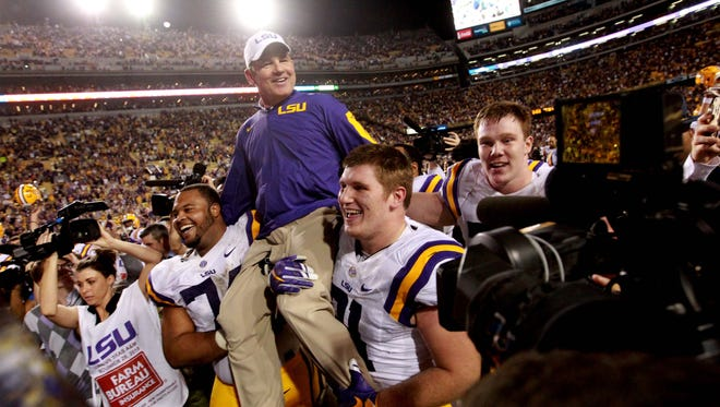 LSU Tigers head coach Les Miles gets a ride from his players.