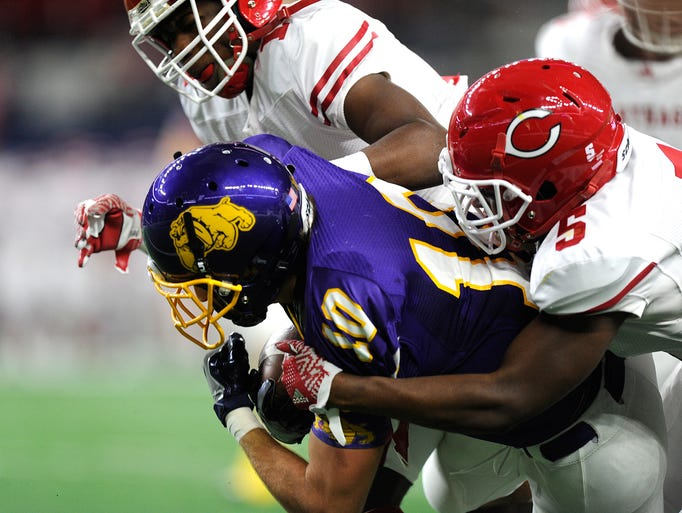 Wylie wide receiver Tyler Henson (10) drags a pair
