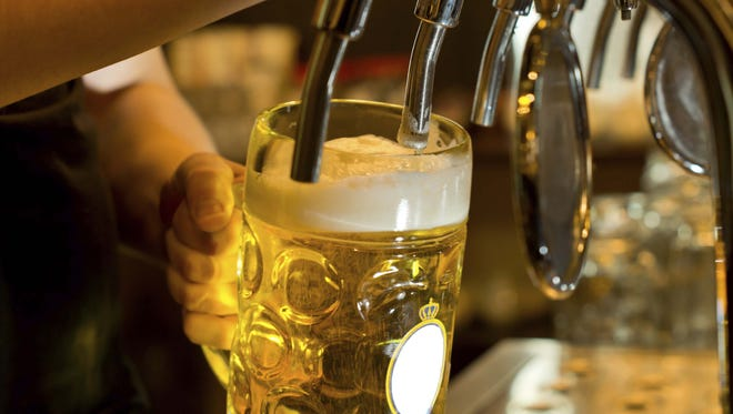 Dispensing draught beer in a pub