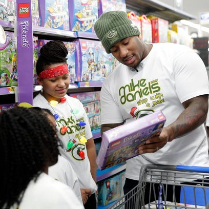 Green Bay Packers defensive tackle Mike Daniels examines