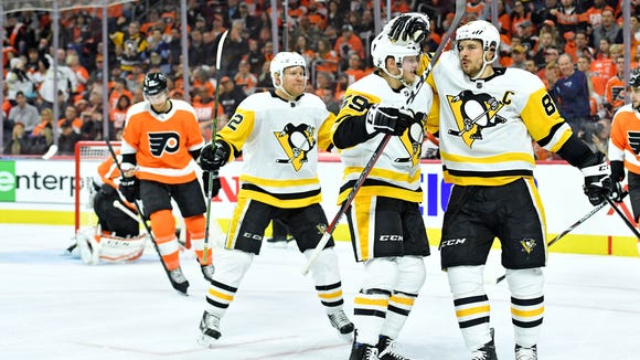 Sidney Crosby, right, had four more points in the series as he and the Penguins beat the Flyers 5-1 in Game 3.