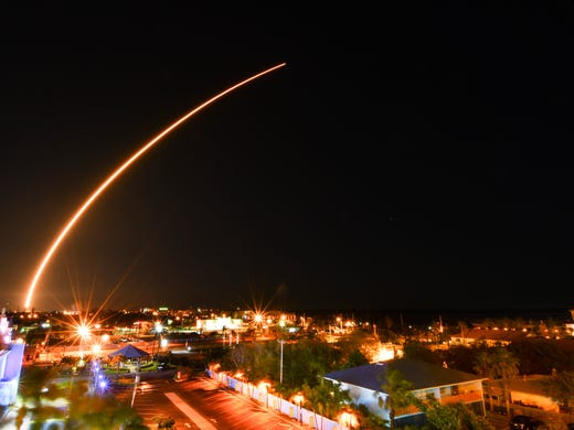 One-and-a-half-minute exposure of the SpaceX