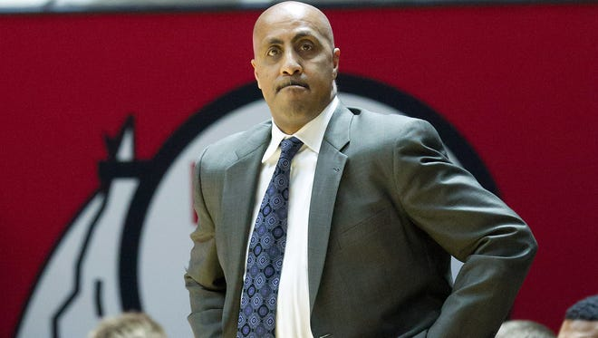Washington men's basketball coach Lorenzo Romar during a game at Utah on Feb. 10, 2016.