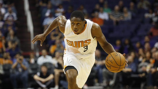Phoenix Suns guard Brandon Knight pushes the ball up against the Sacramento Kings preseason NBA action at Talking Stick Resort Arena in Phoenix October 6, 2015.