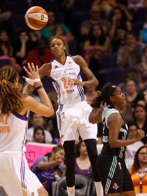 Mercury's DeWanna Bonner passes to Brittney Griner during the second half of a WNBA game at US Airways Center in Phoenix on July 26, 2014.