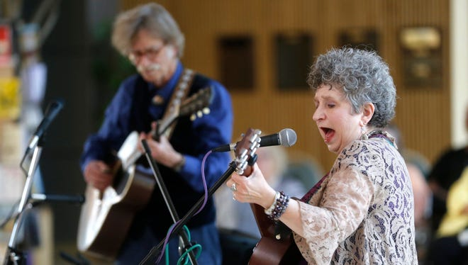 """Hoyle Osborne and Jane Voss deliver their  """"I Want to Be Bad: The Flapper & Her Song"""" presentation on Saturday at the Farmington Museum at Gateway Park."""