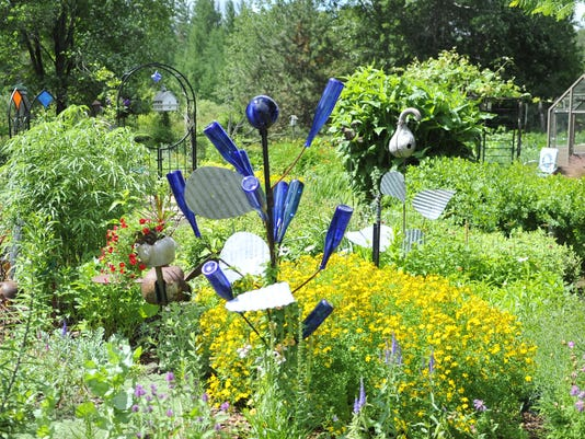 GardenParade1.JPG