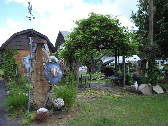 GardenParade2.JPG