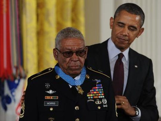 Melvin Morris receiving the Medal of Honor from President Obama