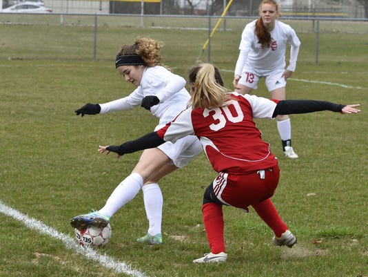 -DCA 0412 sturgeon bay soccer.jpg_20170411.jpg