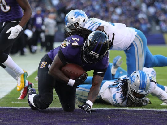 Ravens running back Alex Collins rushes for a touchdown