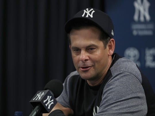 New York Yankees manager Aaron Boone (17) talks in
