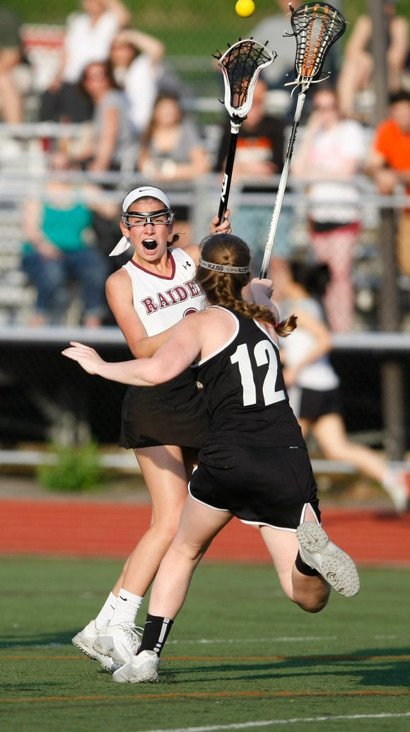 Scarsdale's Aliza Mehlman (6) feeds a pass over White