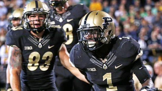 Hunt scores a touchdown in last year's meeting against Notre Dame at Ross-Ade Stadium