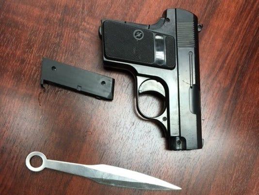 636623822510140493-gun-Knife.jpg