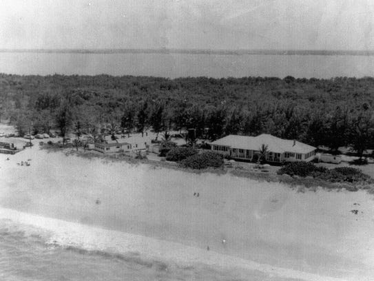 Aerial view in 1951 of the Sandpiper Snack Shop to