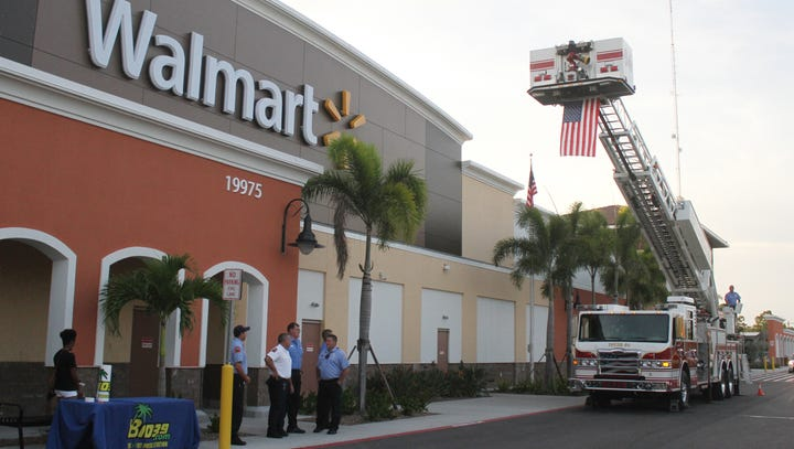 Estero Wal-Mart opens doors with ceremony