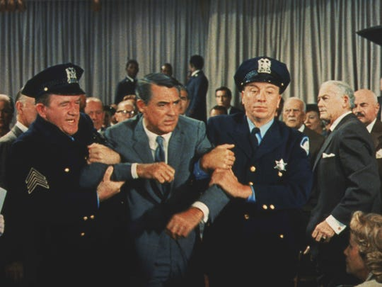 """""""North by Northwest"""": Cary Grant gets a hand from the police"""