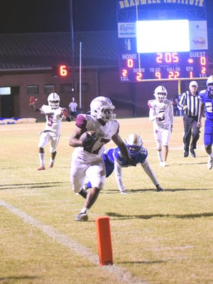 Desmond House scores a 22-yard touchdown late in the first quarter Friday night.