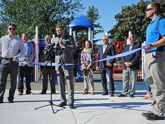 Sioux Falls Mayor Mike Huether speaks during a ribbon