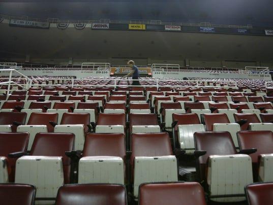 636607913640859857-seats2.JPG