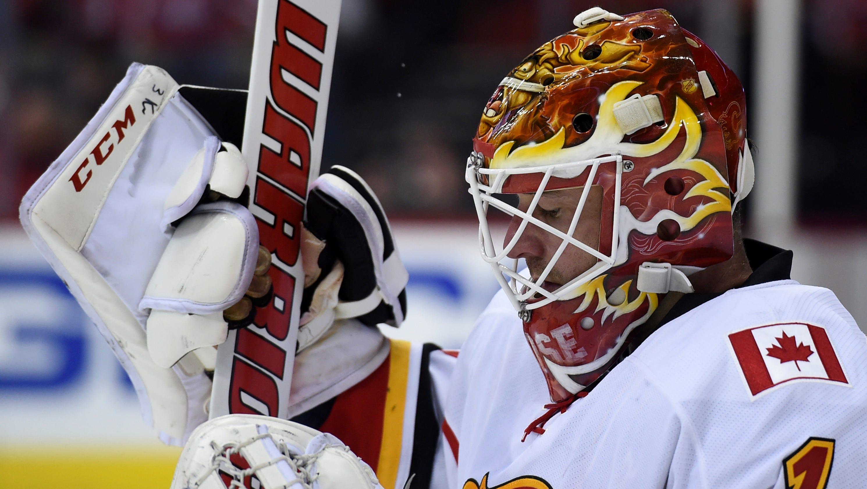 Flyers find their stopgap goalie in Brian Elliott