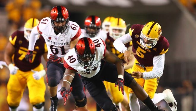 San Diego State Aztecs linebacker Randy Ricks (40) attempts to recover a fumble by Arizona State Sun Devils quarterback Manny Wilkins (5) in the fourth quarter at Sun Devil Stadium.