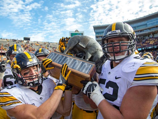 Iowa Hawkeyes wide receiver Riley McCarron (83) and