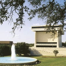 Caption:Fountain and the Lyndon B. Johnson Library and Museum on the University of Texas at Austin campus.