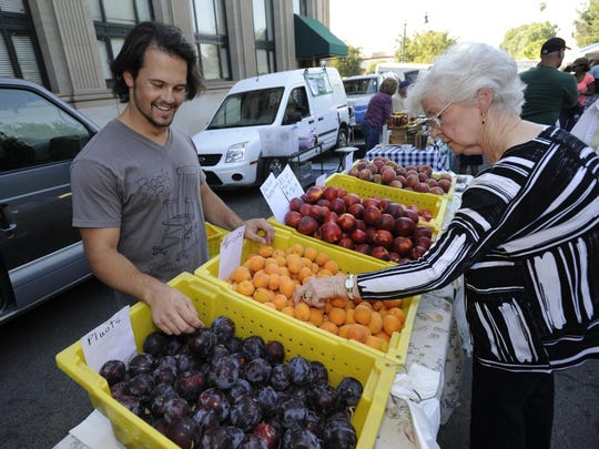 There's a year-round farmers' market Saturdays at the Sequoia Mall and another farmers' market Thursdays during daylight savings months in downtown Visalia.