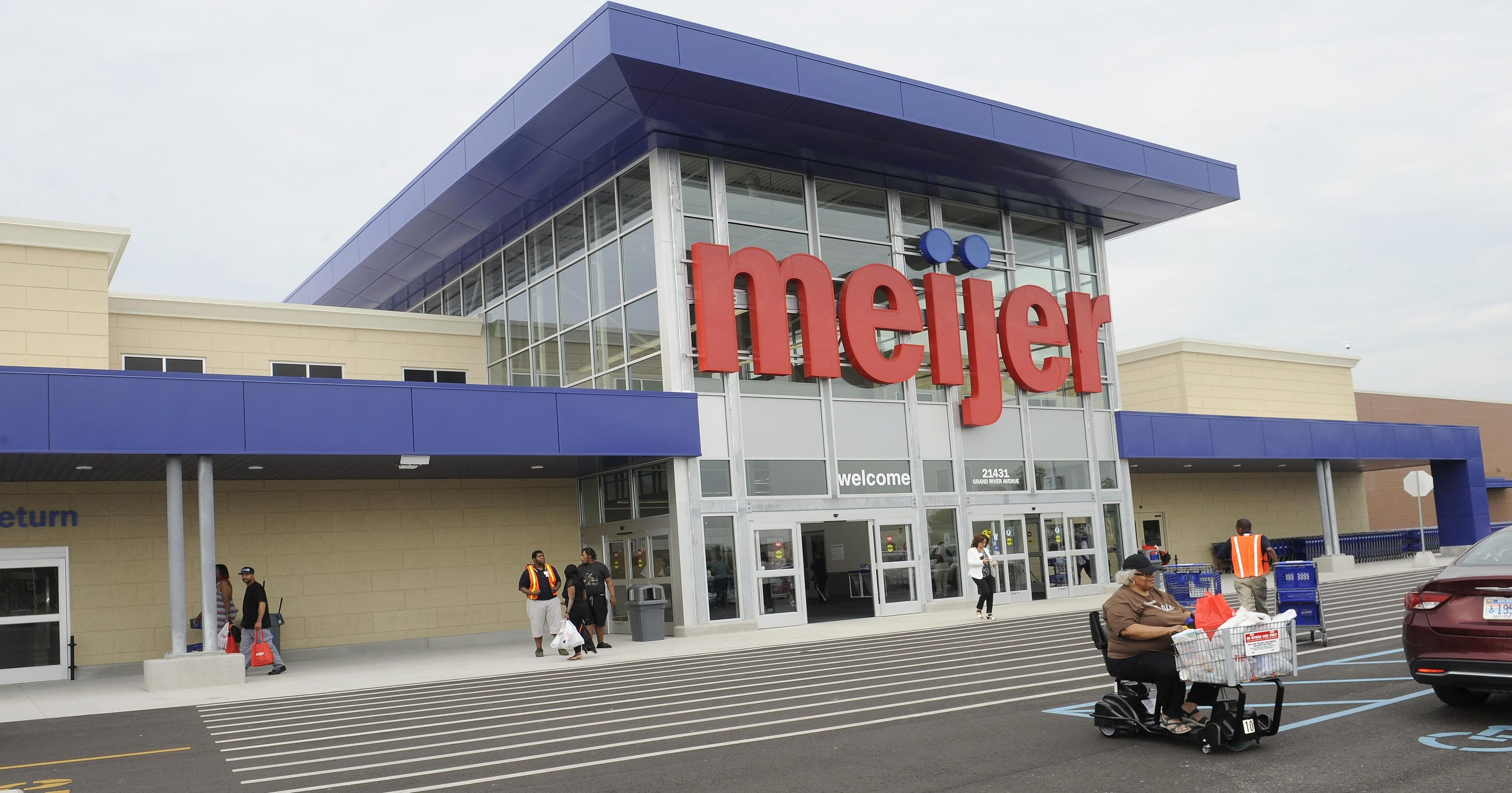Very Merry Meijer\' brightens Xmas for 235 shoppers