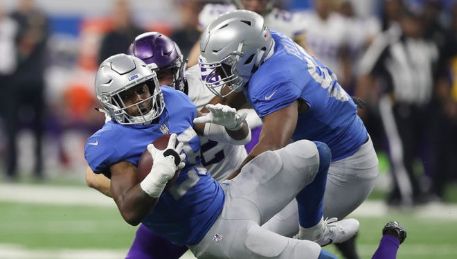 Ameer Abdullah runs the ball against the Vikings in the fourth quarter of the Lions' 30-23 loss at Ford Field on Thursday, Nov. 23, 2017.