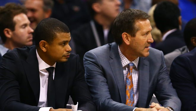 Dec 28, 2015: Phoenix Suns head coach Jeff Hornacek (right) alongside assistant coach Earl Watson against the Cleveland Cavaliers at Talking Stick Resort Arena. The Cavaliers defeated the Suns 101-97.