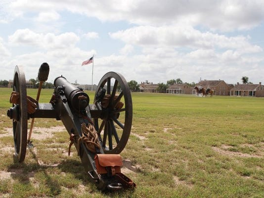 fort-concho-cannon_640_480.jpg