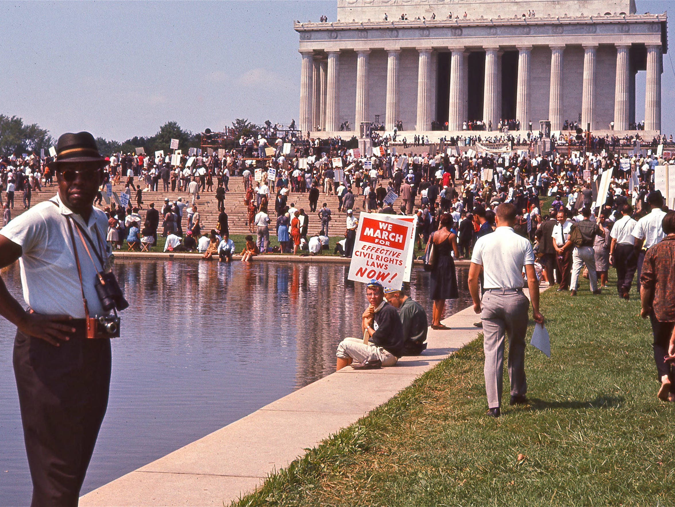Crowd gathering at the Lincoln Memorial for the March